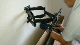 50型4Kテレビを壁に取り付け工事しました。