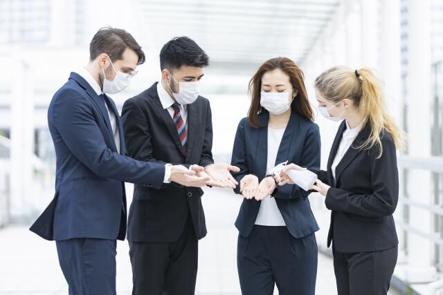 新型コロナウイルスの感染拡大に対する、スタッフのマスクの着用