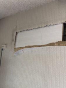 壁ごとエアコンが落ちてきた